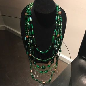 🍀Gorgeous multi-layered green beaded necklace